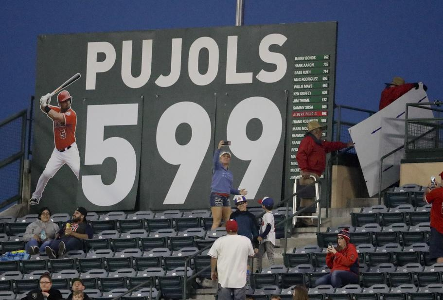VIDEO: Albert Pujols a un swing de hacer historia